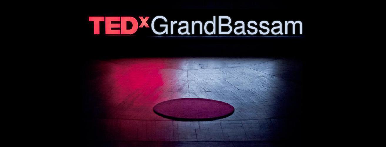 Il y a quelques mythes au sujet des conférences TEDx qui ne disparaîtront pas de sitôt. Avant de lancer officiellement la campagne de communication de notre prochain événement, nous avons pensé marquer une pause et briser les idées reçues autour des événements TEDx. Pour ce faire nous avons conçus des cartes listant le TOP 15 des fausses affirmations à propos de TEDxGrandbassam et TEDx global, que nous publierons au fur et à mésure.